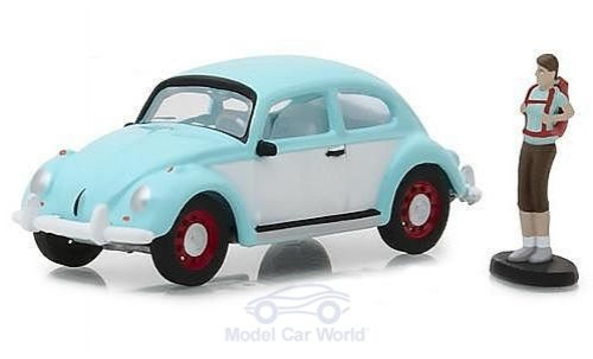 Volkswagen Beetle 1/64 Greenlight hellblue/white mit einer männlichen Figur