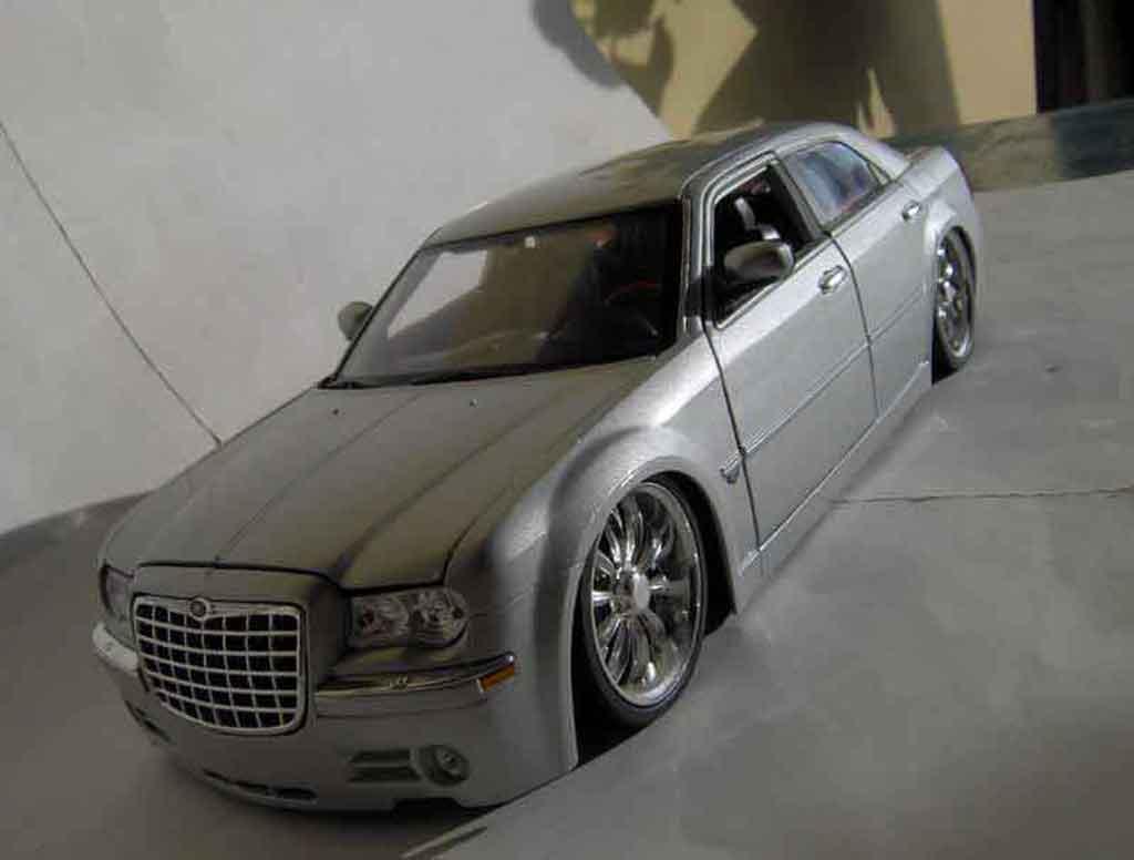 Chrysler 300C 1/18 Maisto dub grise