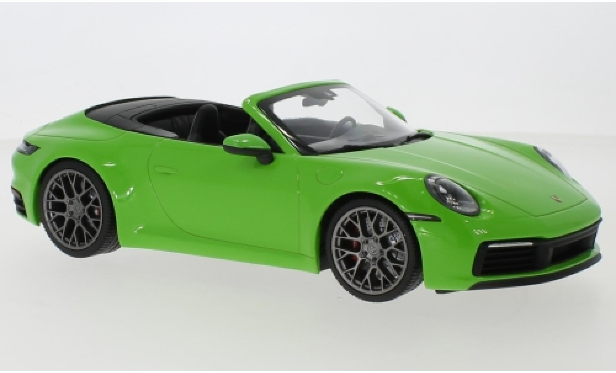 Porsche 992 4S 1/18 Minichamps 911  Carrera Cabriolet metallise verte 2019