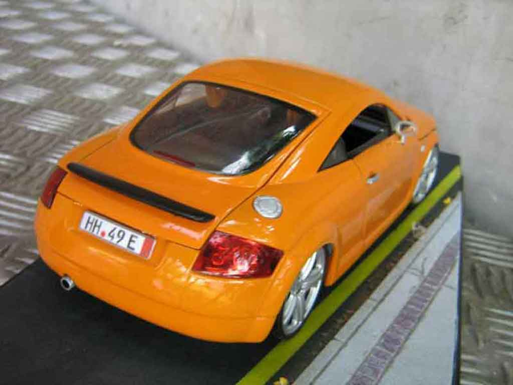Auto miniature Audi TT coupe orangesignal porsche jantes touareg tuning Revell. Audi TT coupe orangesignal porsche jantes touareg miniature 1/18