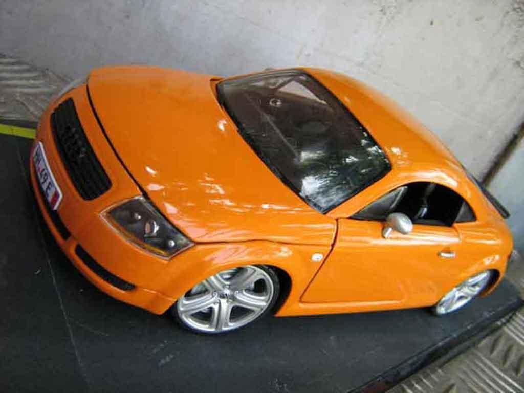 Modèle réduit Audi TT coupe orangesignal porsche jantes touareg tuning Revell. Audi TT coupe orangesignal porsche jantes touareg miniature 1/18