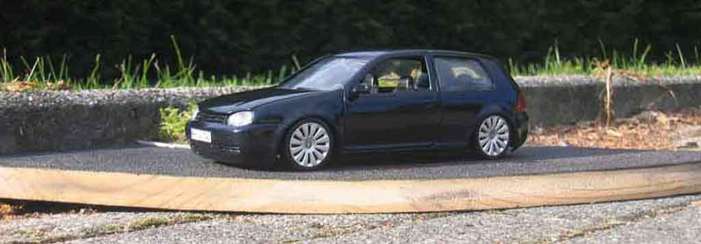 Volkswagen Golf 4 GTI 1/18 Revell dub