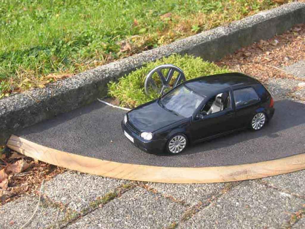 Volkswagen Golf 4 GTI 1/18 Revell dub tuning miniature