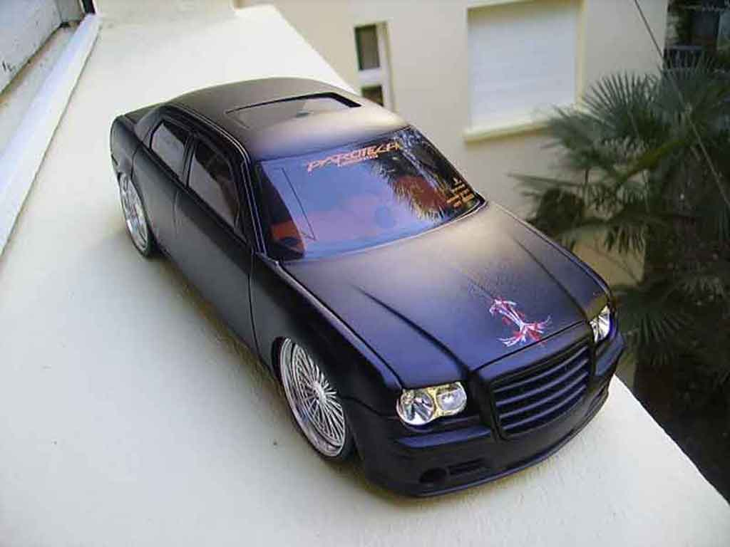 Chrysler 300C 1/18 Norev dub style