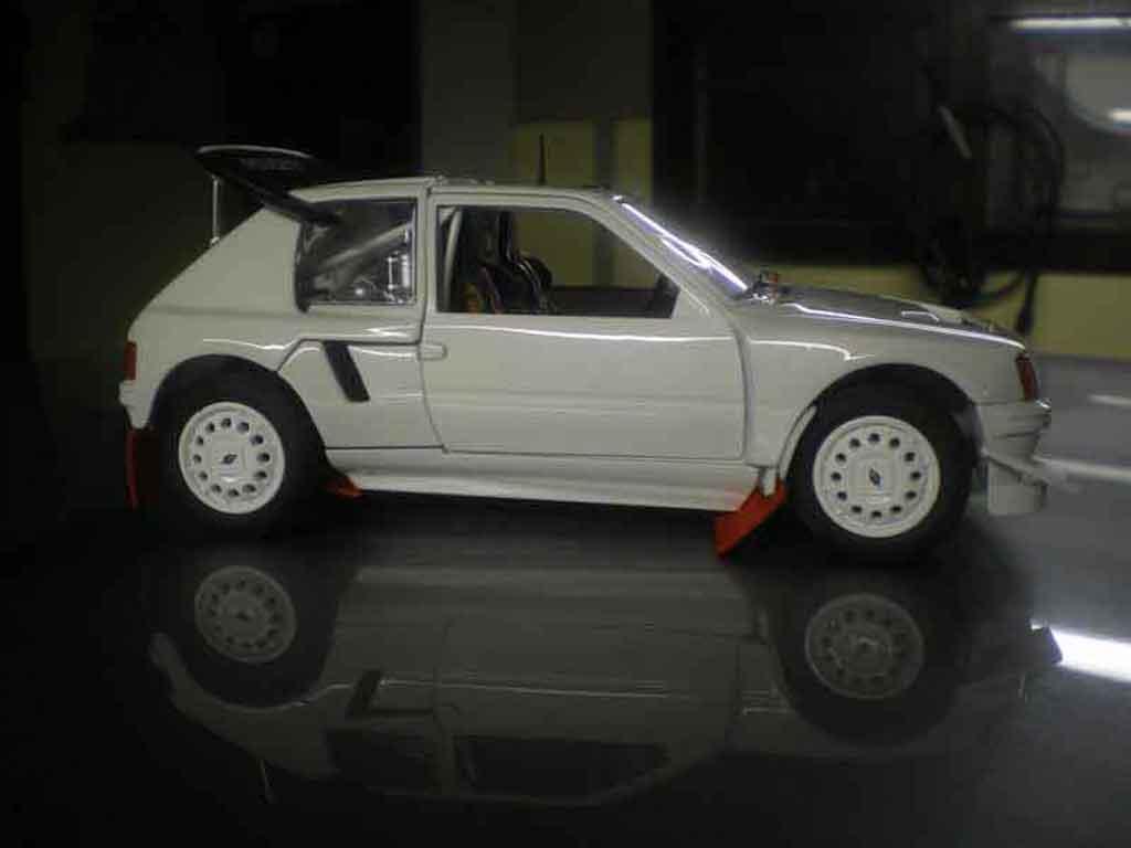 Peugeot 205 Turbo 16 1/18 Solido plain body T16