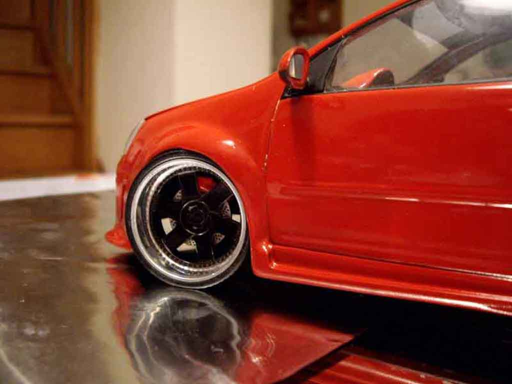 Voiture de collection Volkswagen Golf V GTI zender rouge tuning Revell. Volkswagen Golf V GTI zender rouge miniature 1/18