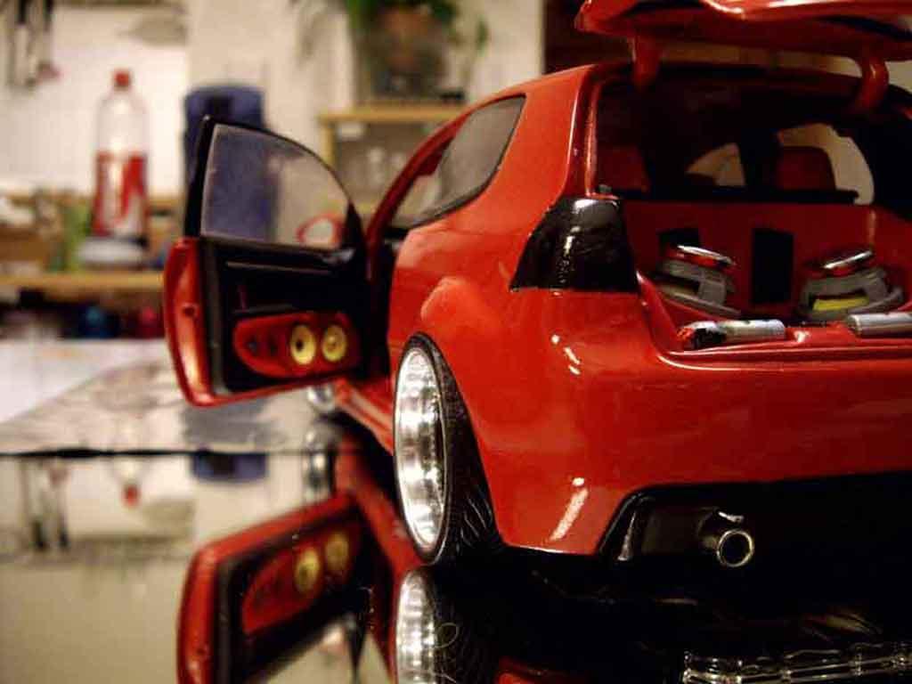 Auto miniature Volkswagen Golf V GTI zender rouge tuning Revell. Volkswagen Golf V GTI zender rouge miniature 1/18