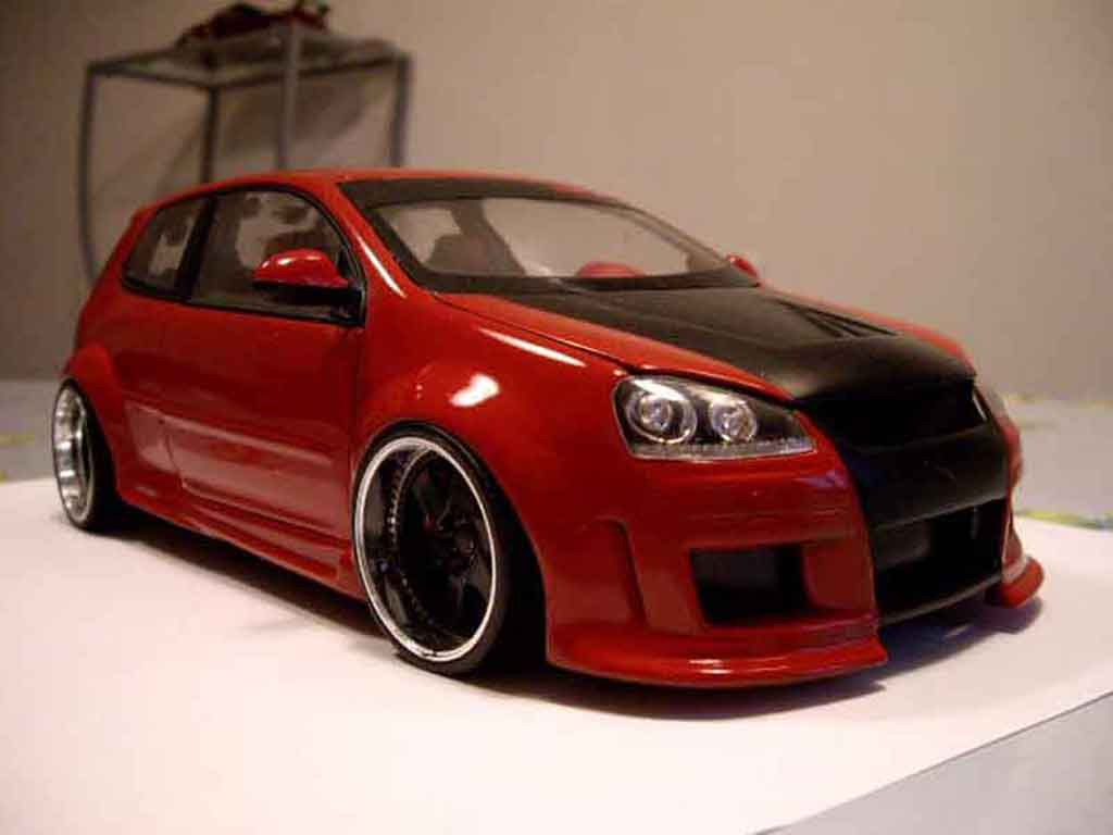 Volkswagen Golf V GTI 1/18 Revell zender red tuning diecast model cars
