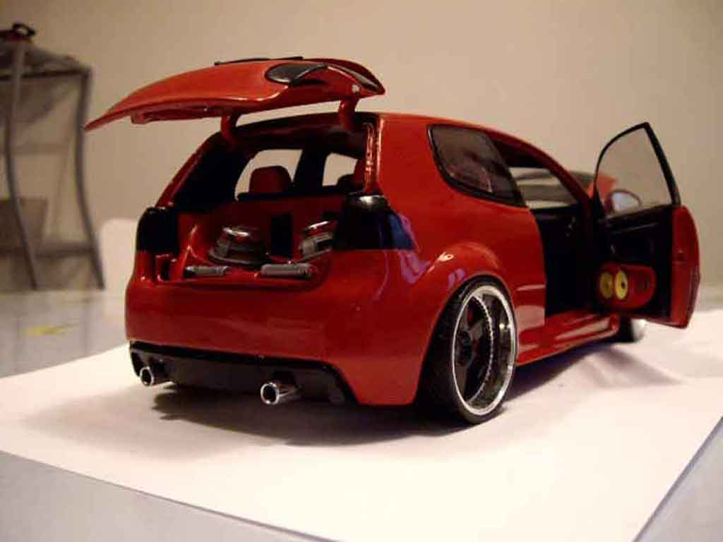 volkswagen golf v gti zender rot revell modellauto 1 18. Black Bedroom Furniture Sets. Home Design Ideas