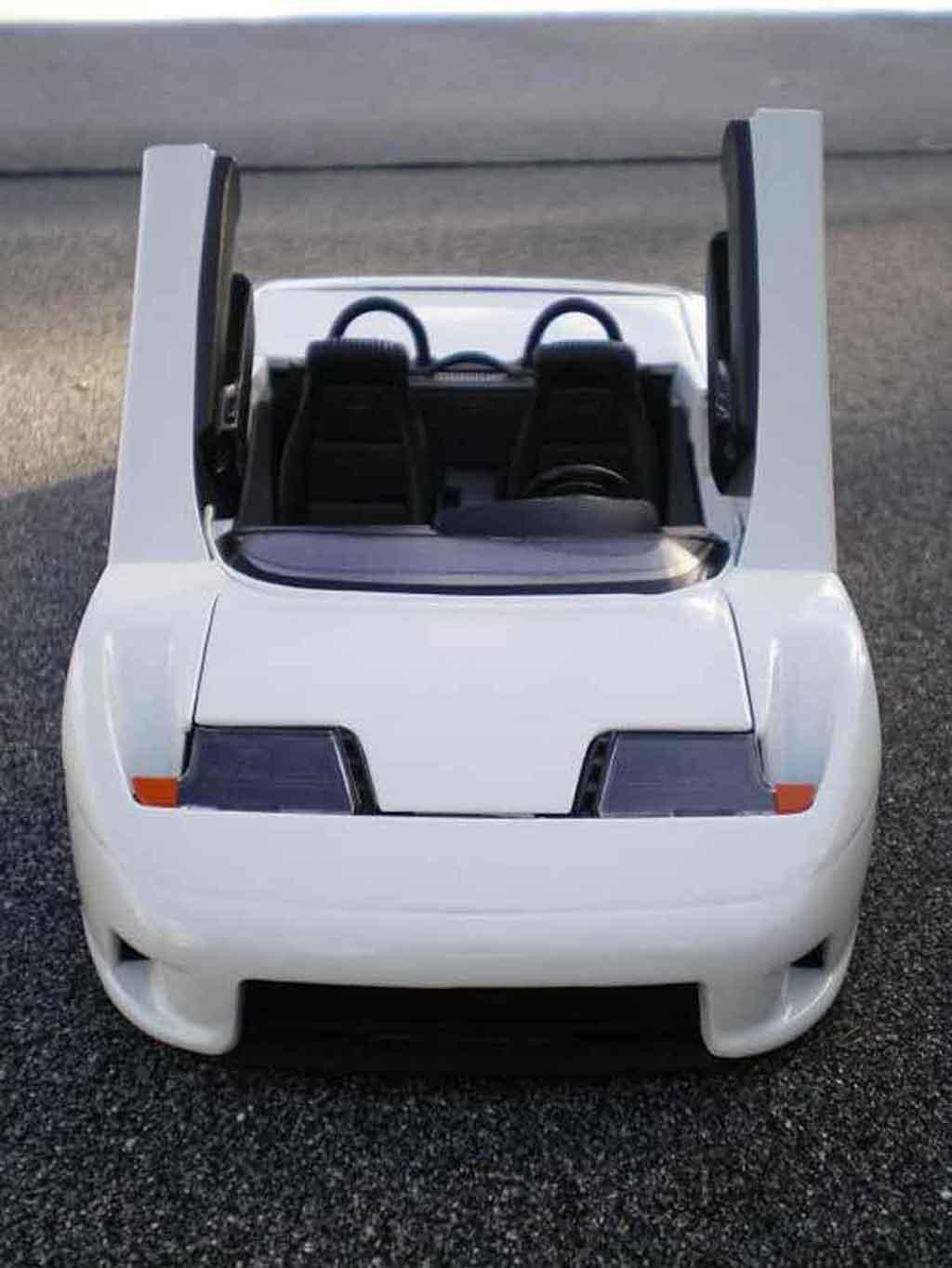 Bugatti EB110 1/18 Burago barquette white