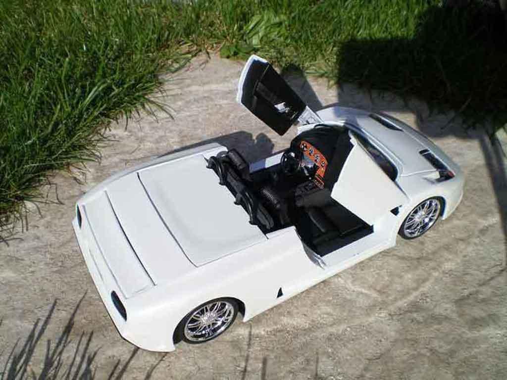 Bugatti EB110 1/18 Burago barquette blanche