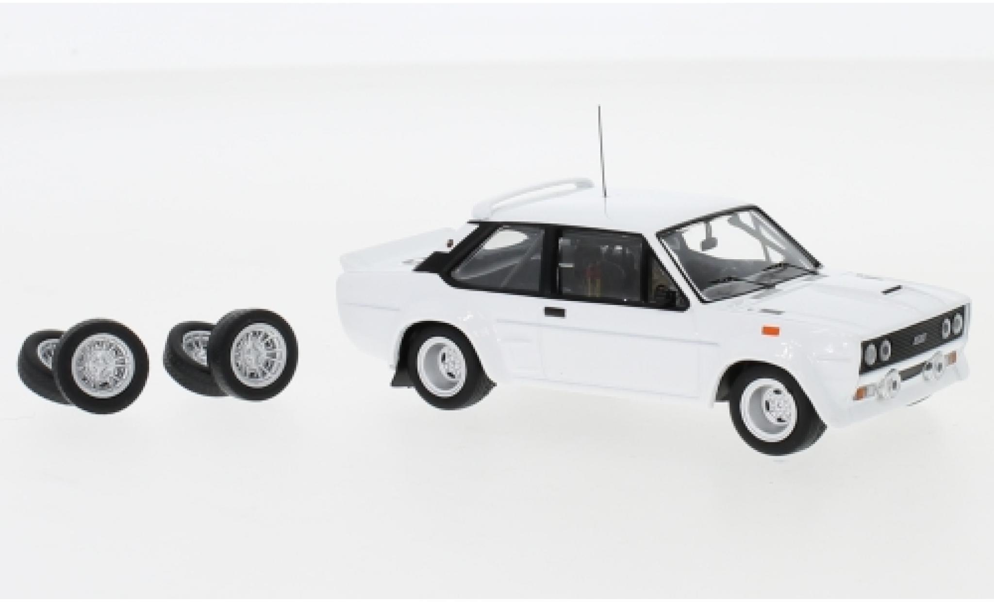 Fiat 131 1/43 IXO Abarth blanche 1978 Plain Body Version y compris les Zusatzteile