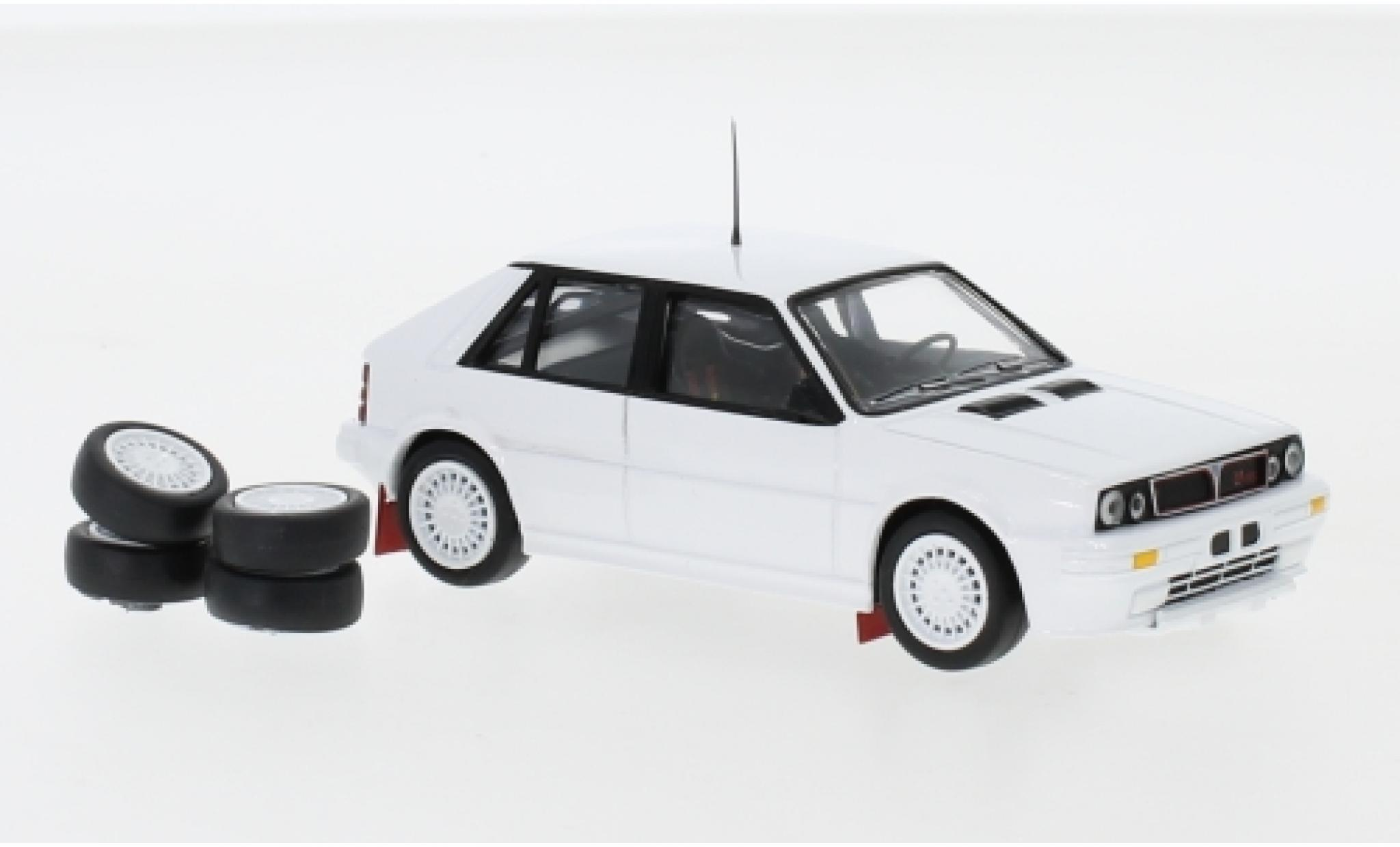 Lancia Delta 1/43 IXO HF Integrale 16V blanche 1989 Plain Body Version y compris les Zusatzteile