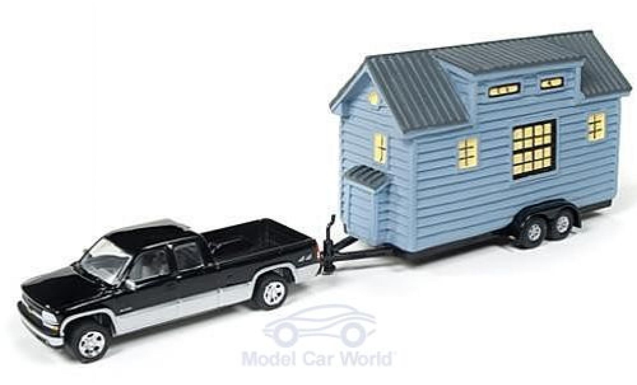 Chevrolet Silverado 1/64 Johnny Lightning 1500 metallise noire/grise 2002 mit Tiny House ohne Vitrine