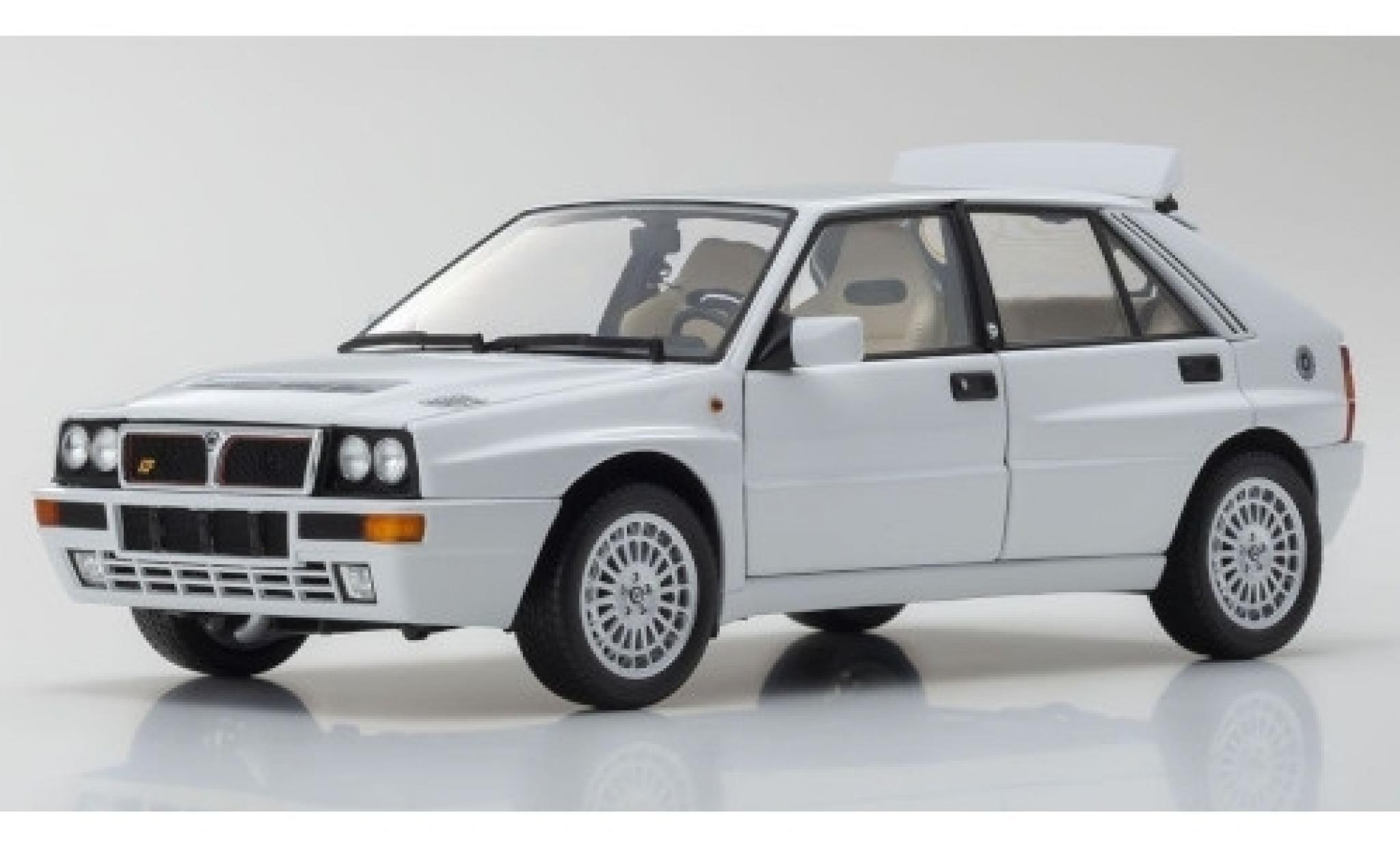 Lancia Delta 1/18 Kyosho HF Integrale Evoluzione II blanche
