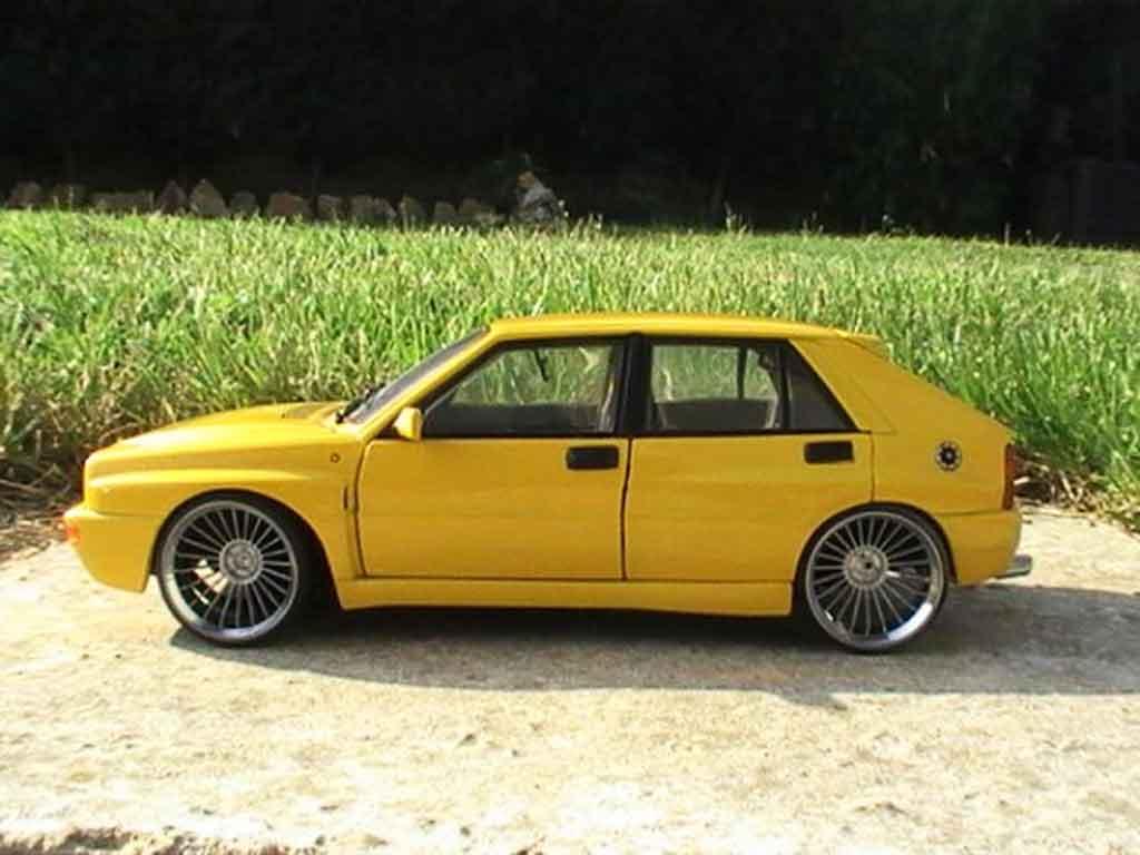 Lancia Delta HF Integrale 1/18 Ricko evolution 2 gelbs jantes 19 pouces