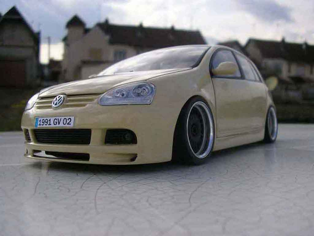 Volkswagen Golf V GTI 1/18 Burago german look