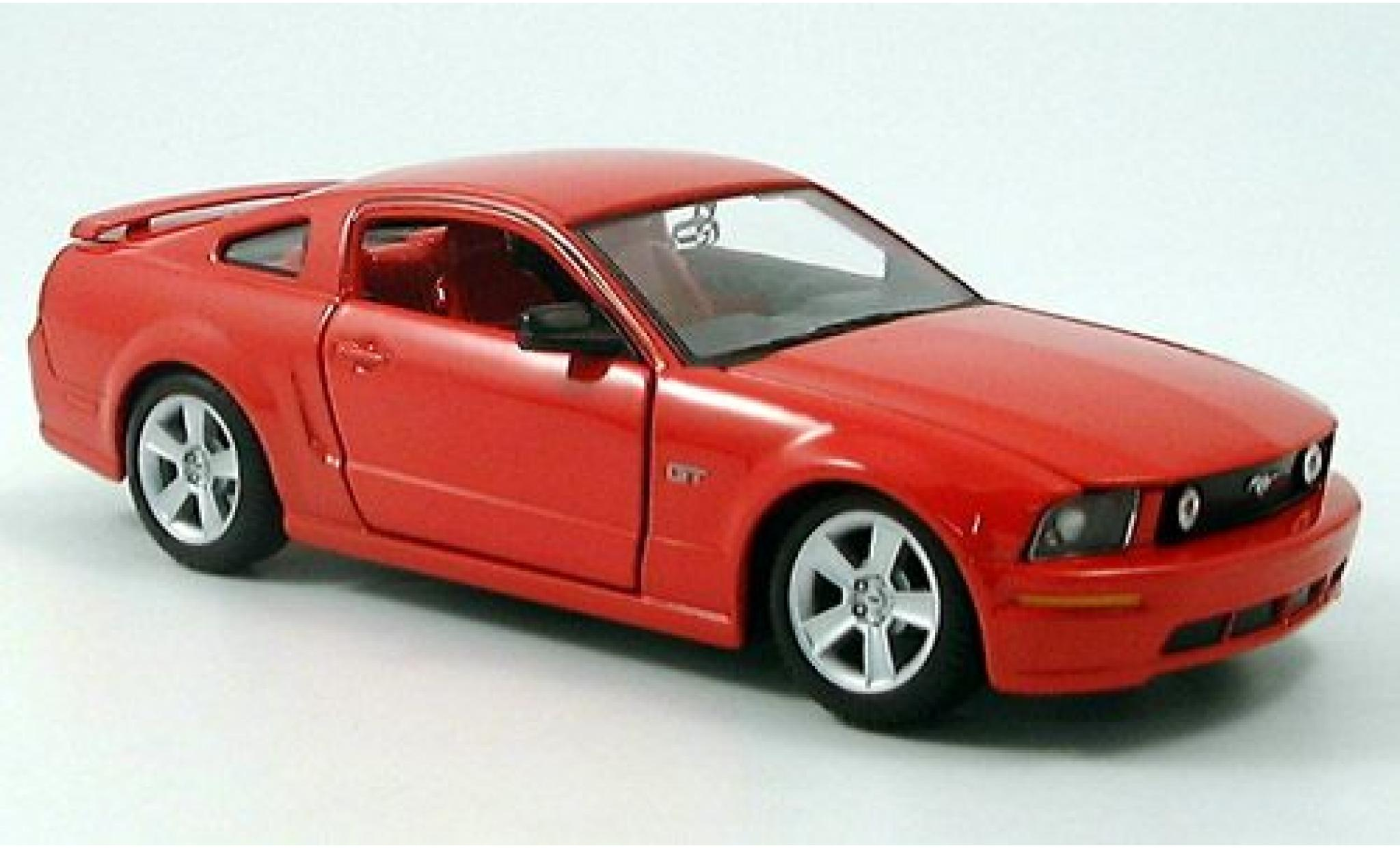 Ford Mustang 1/24 Maisto GT Coupe rouge 2006