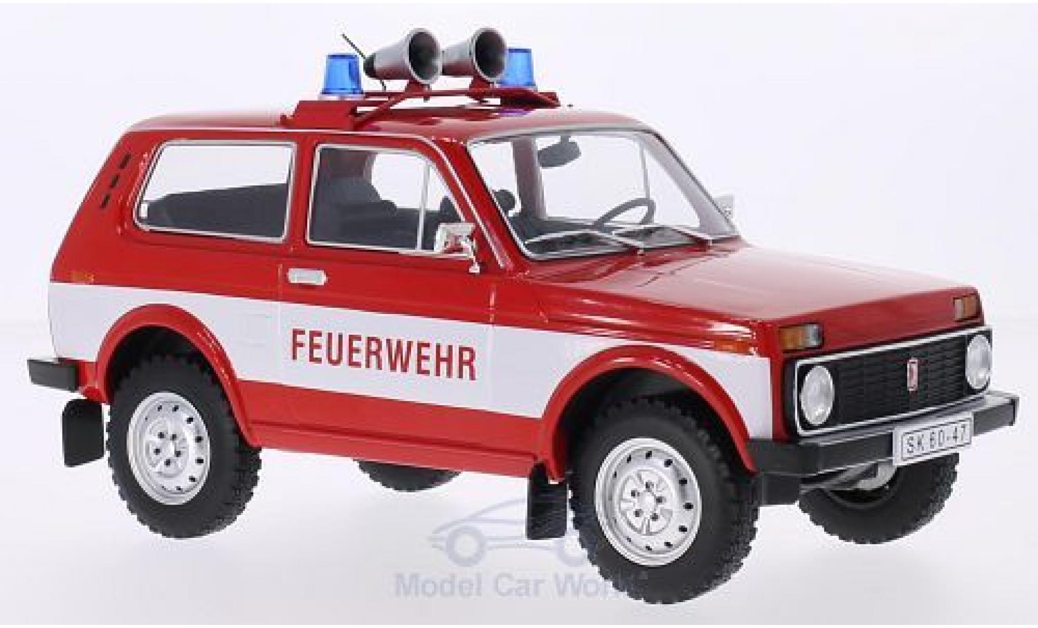 Lada Niva 1/18 MCG rouge/blanche Feuerwehr 1978 Türen und Hauben geschlossen