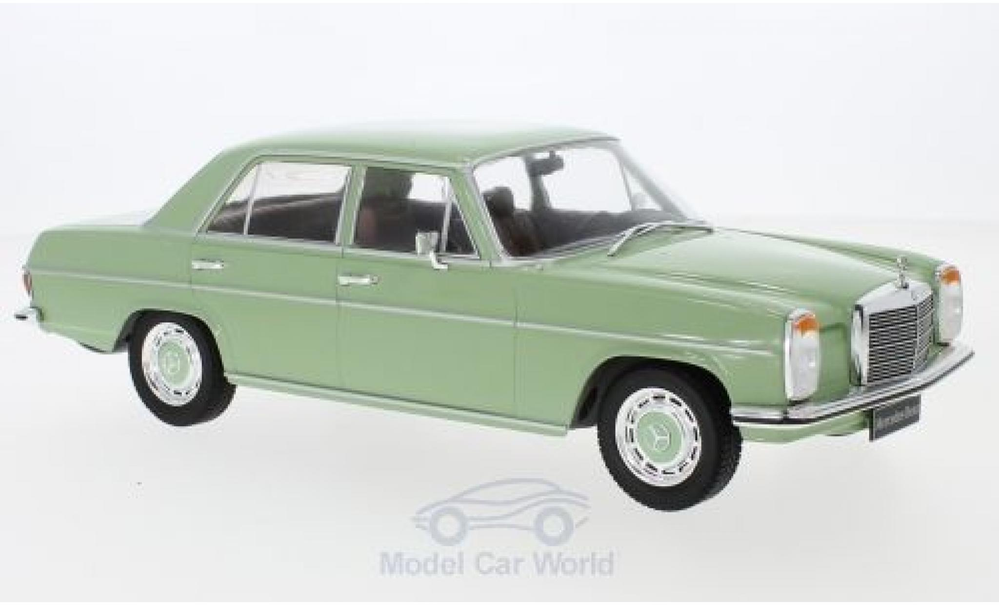 Mercedes 220 1/18 MCG D (W115) verte 1972