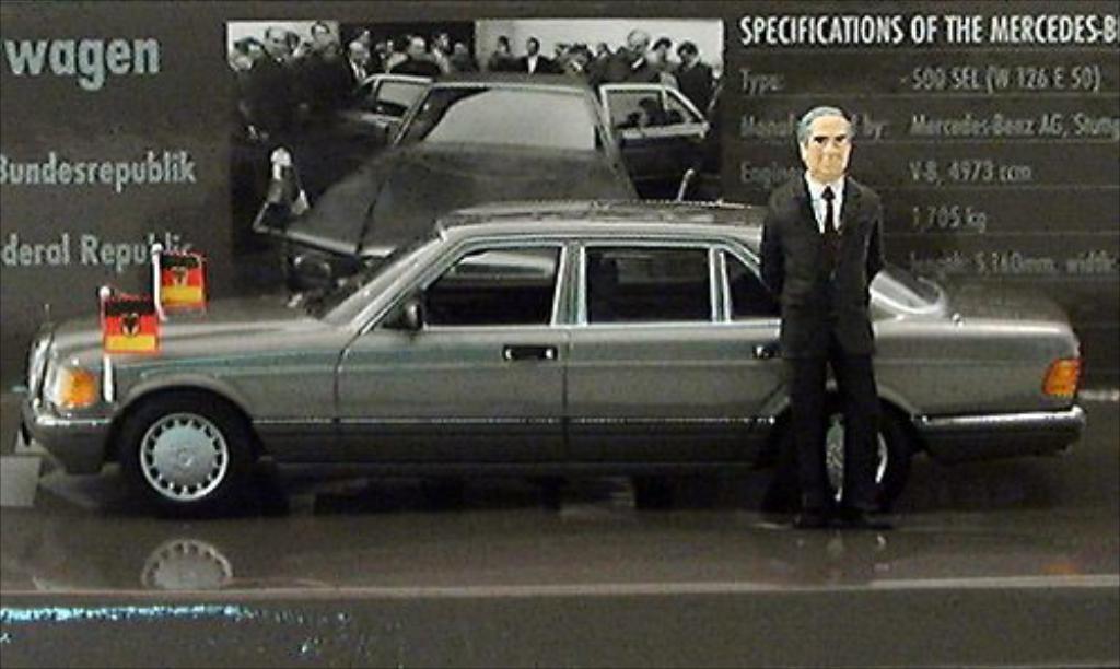 Mercedes 500 1/43 Minichamps SEL (W126) Helmut Kohl 1989 miniature