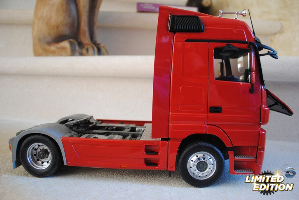 Mercedes Actros 1/18 Eligor red