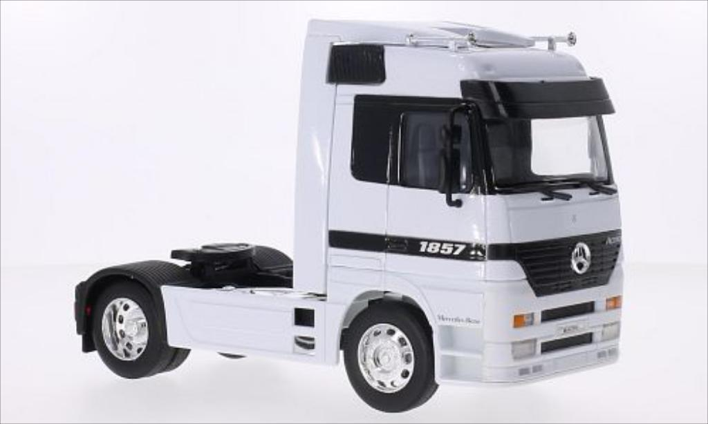 Mercedes Actros 1/32 Welly white diecast