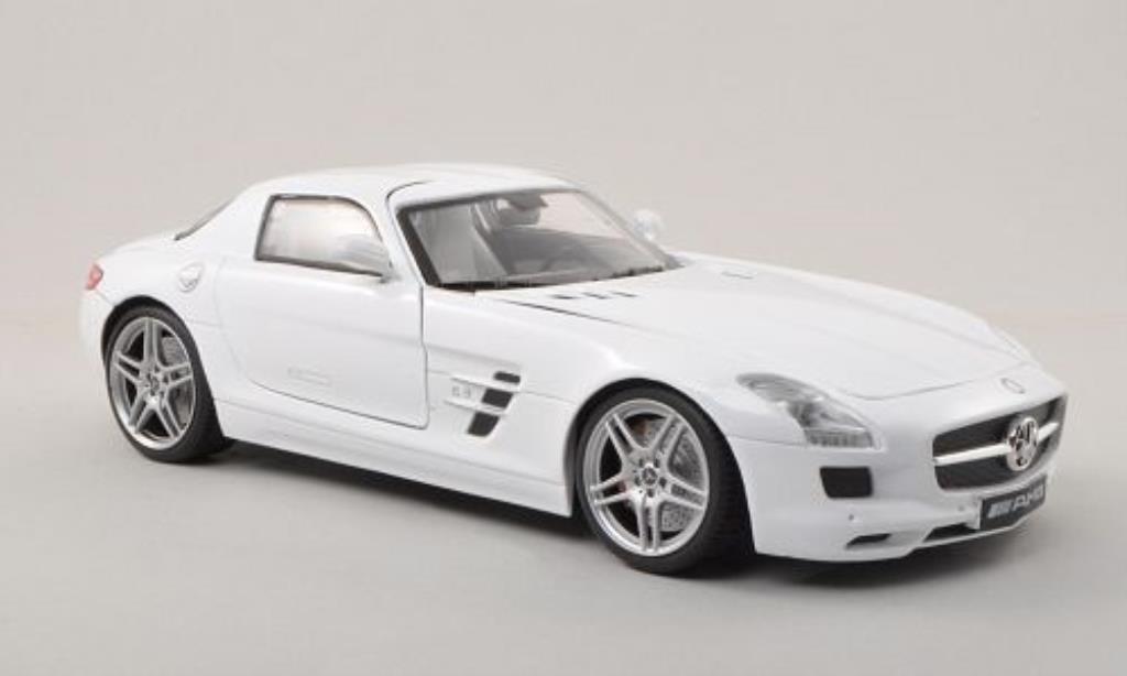 Mercedes SLS 1/18 Motormax AMG (C197) blanche miniature