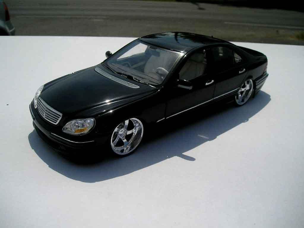 Mercedes Classe S 500 1/18 Maisto 500 dub noire jantes chromees 18 pouces