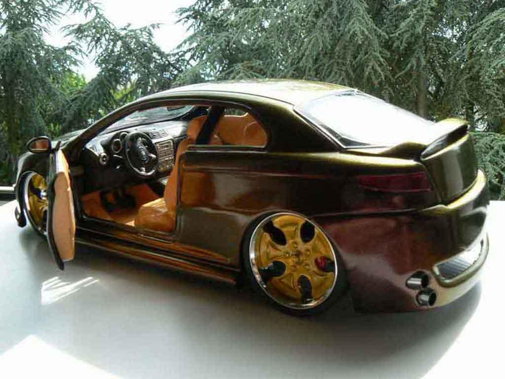 Alfa Romeo GT 1/18 Welly peinture cameleon jantes 18 pouces
