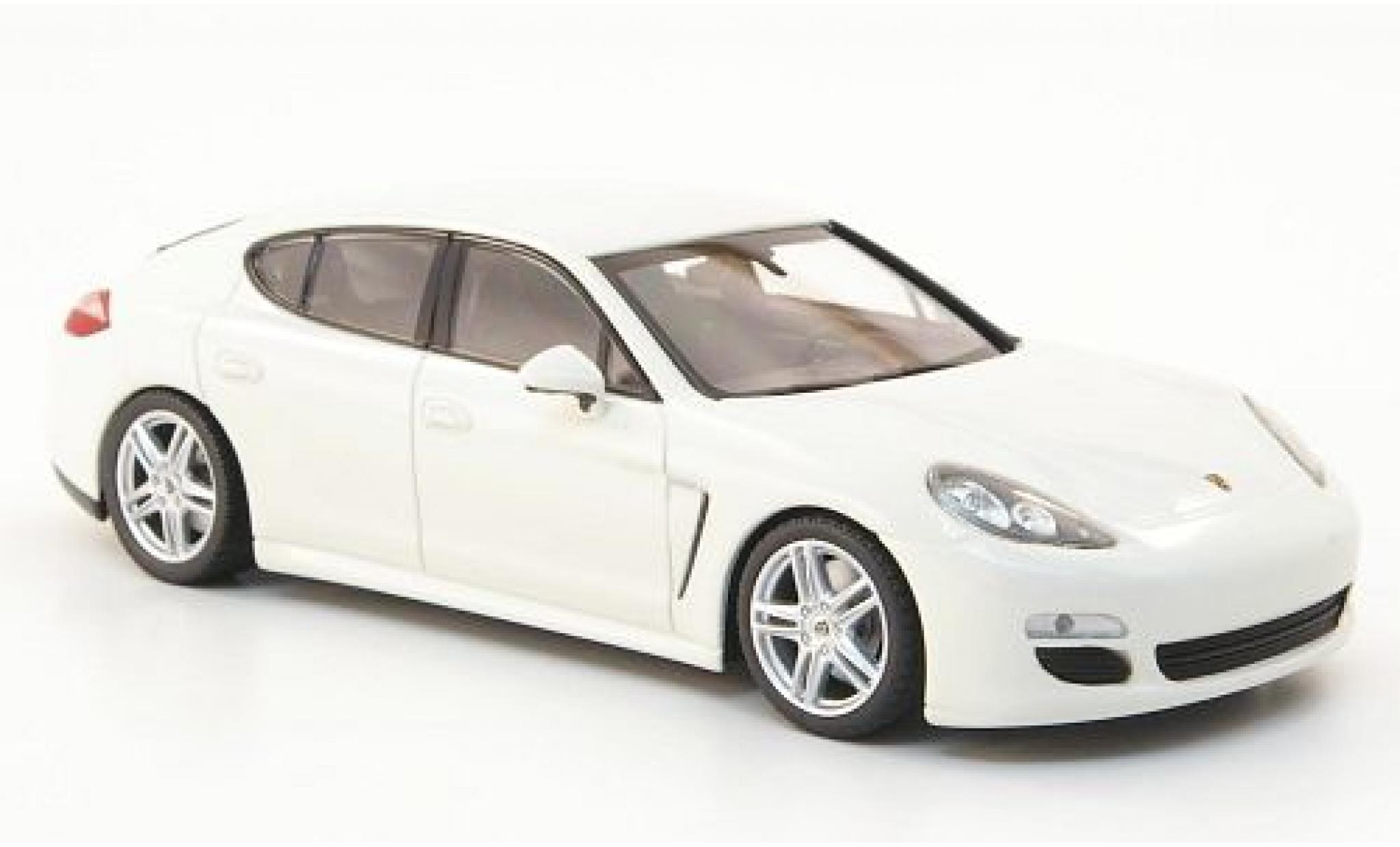 Porsche Panamera 1/43 Minichamps Diesel blanche 2010 sans Vitrine