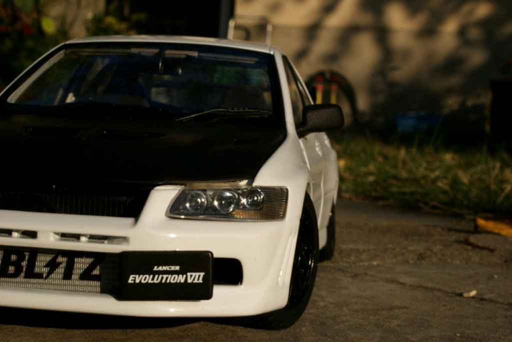 Mitsubishi Lancer Evolution VII 1/18 Autoart street racing inside tuning miniature