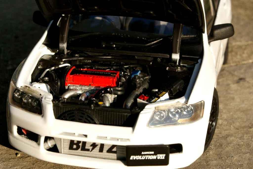 Mitsubishi Lancer Evolution VII 1/18 Autoart street racing inside