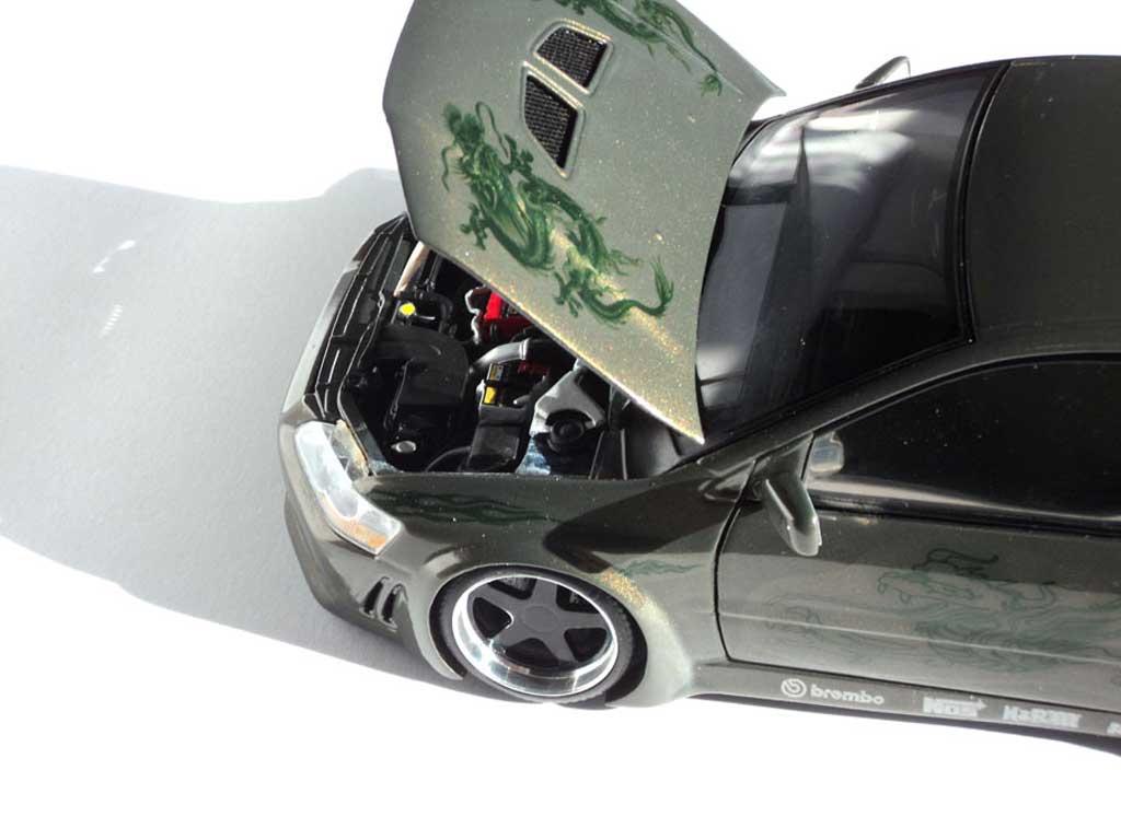 Mitsubishi Lancer Evolution VII 1/18 Autoart kit carrosserie peinture dragons