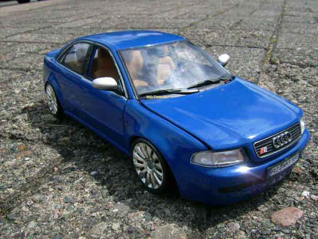 Audi RS4 bleue tuning Norev. Audi RS4 bleue miniature  1%2F18