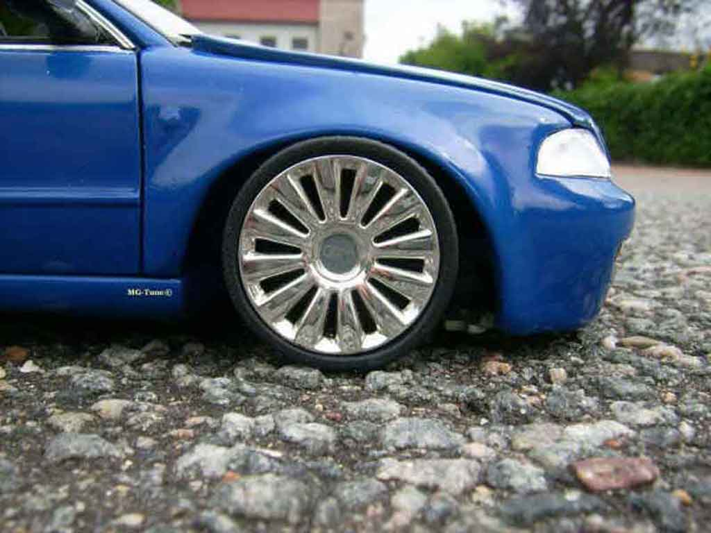 Audi RS4 bleue tuning Norev. Audi RS4 bleue miniature modèle réduit 1/18