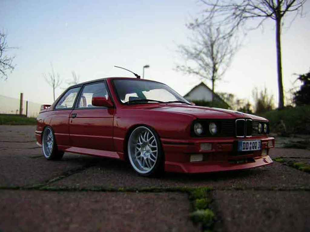 Bmw M3 E30 1/18 Autoart red jantes bords larges tuning diecast model cars