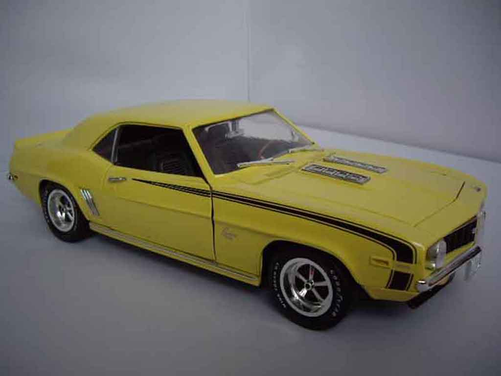 Chevrolet Camaro SS 1/18 Ertl 396 1969 yellow diecast model cars