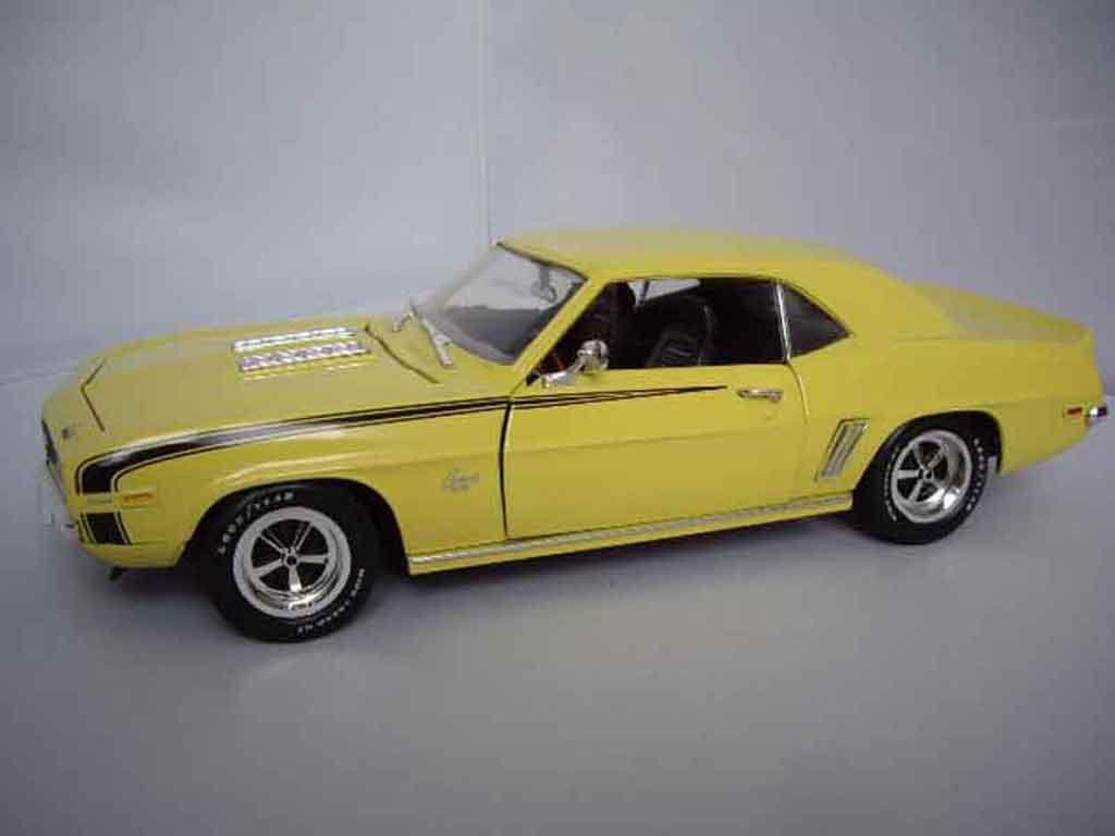Chevrolet Camaro SS 1/18 Ertl 396 1969 yellow