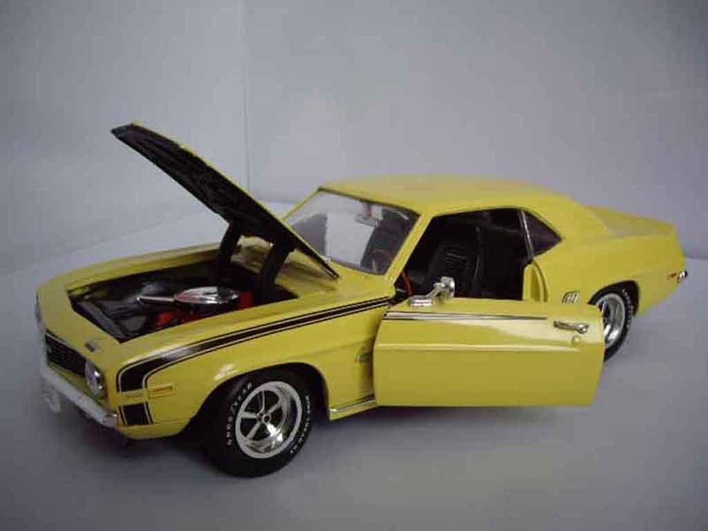 chevrolet camaro ss 396 miniature 1969 jaune ertl 1 18 voiture. Black Bedroom Furniture Sets. Home Design Ideas