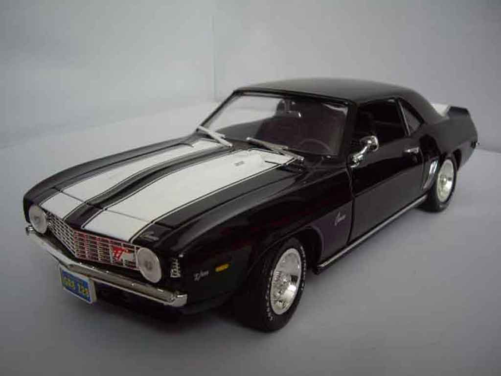Chevrolet Camaro Z28 1/18 Ertl black bandes whites 1969 diecast model cars