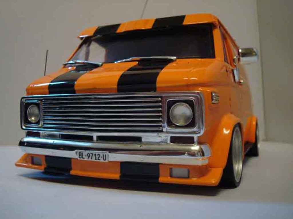 Chevrolet Van 1/18 Highway 61 orange tuning miniature