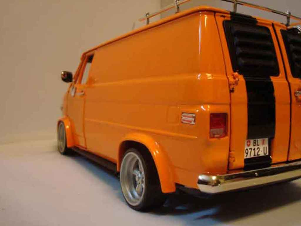 chevrolet van miniature orange highway 61 1 18 voiture. Black Bedroom Furniture Sets. Home Design Ideas