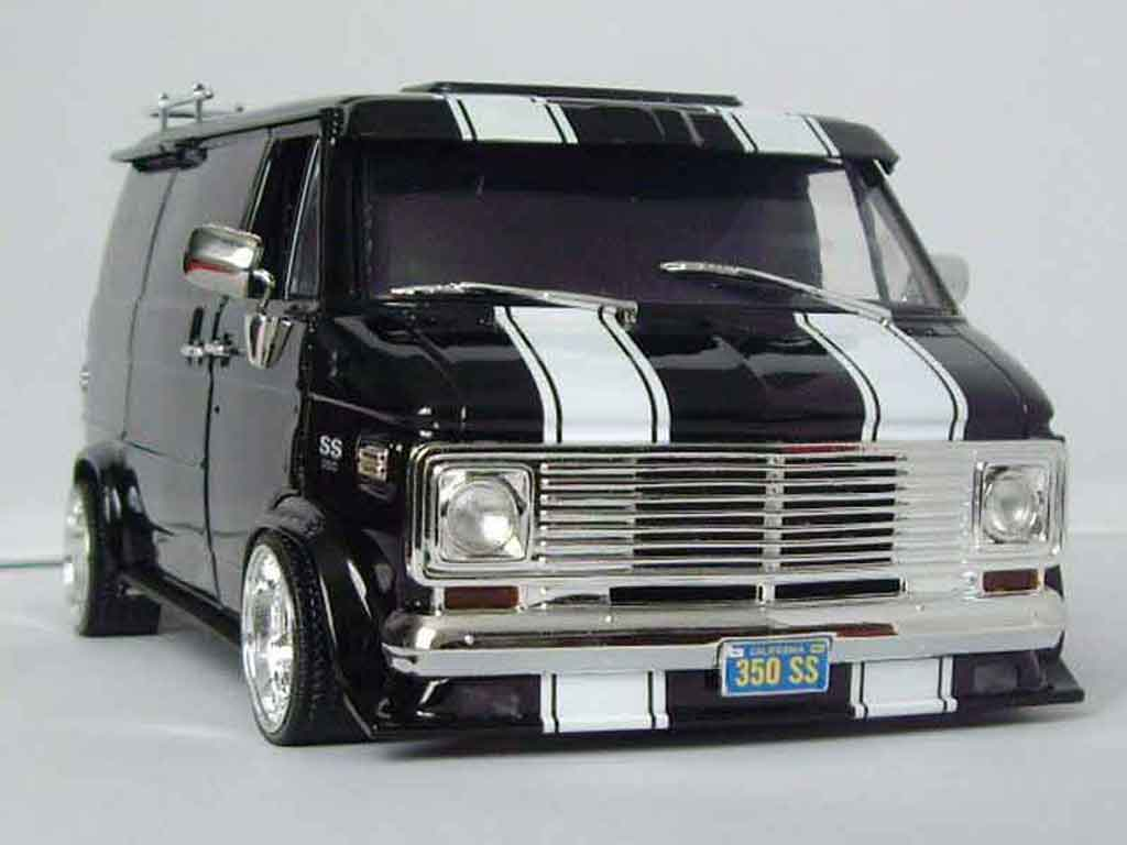 Chevrolet Van 1/18 Highway 61 black tuning miniature