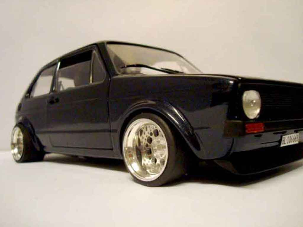 Volkswagen Golf 1 GTI 1/18 Solido German Look pneux flancs tendus tuning miniature