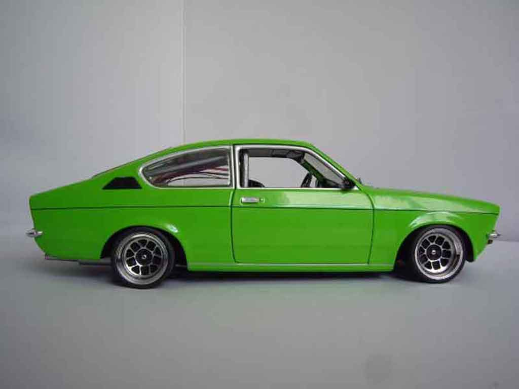 Opel Kadett coupe 1/18 Minichamps sr 1976 verte
