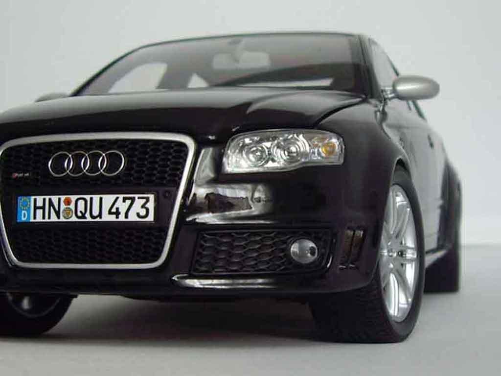 Audi RS4 1/18 Minichamps noire miniature