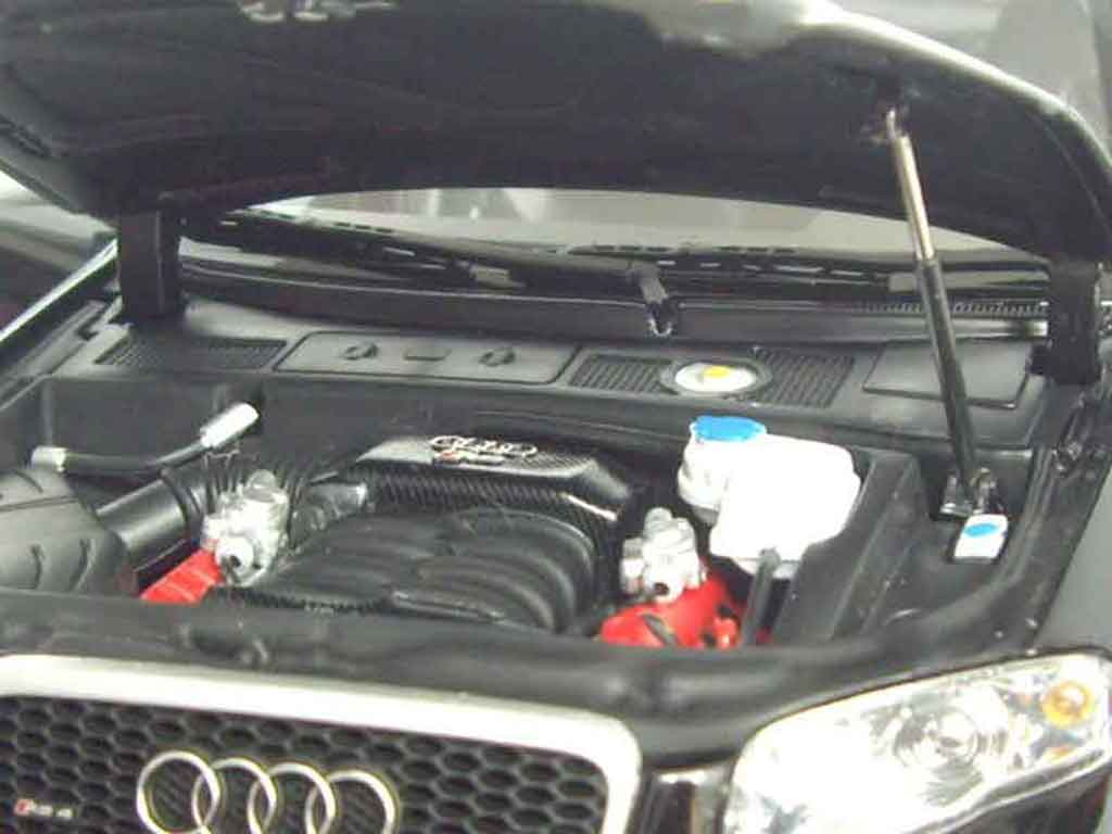 Audi RS4 1/18 Minichamps black