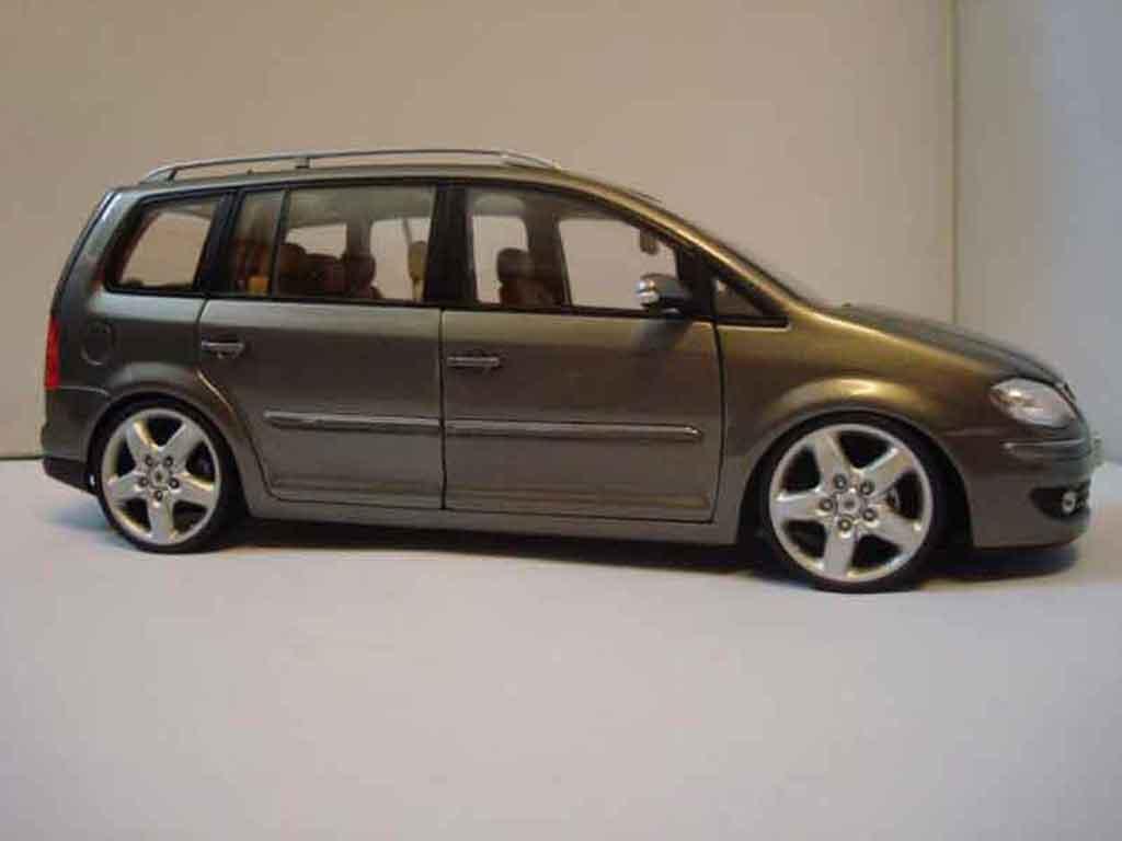 volkswagen touran miniature 2008 jantes 19 pouces shanghai volkswagen 1 18 voiture. Black Bedroom Furniture Sets. Home Design Ideas