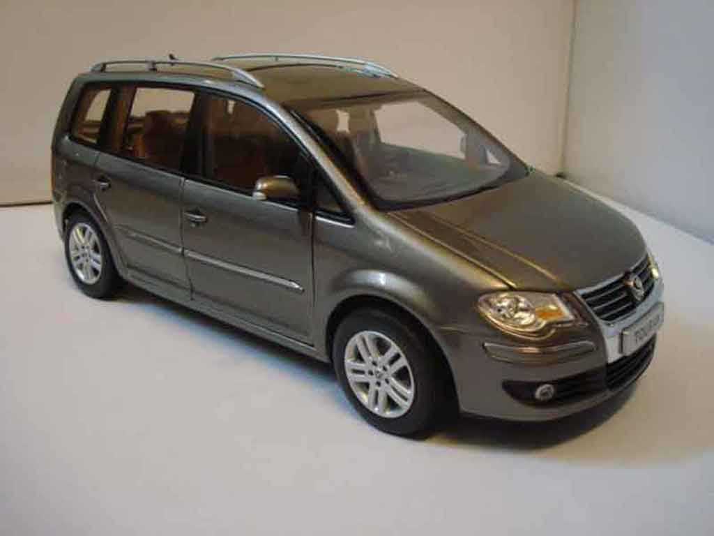 Volkswagen Touran 1/18 Shanghai Volkswagen 2008 jantes 19 pouces